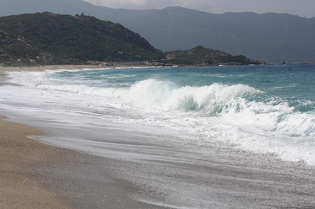 paddle sur les vagues corse
